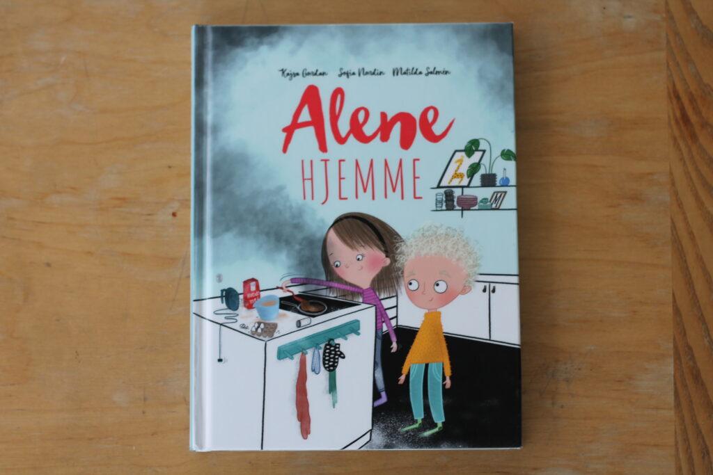 Bogen Alene hjemme